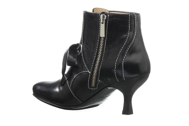Hampstead Støvlet i Sort med dekorative stikninger fra Barbro Shoes 4