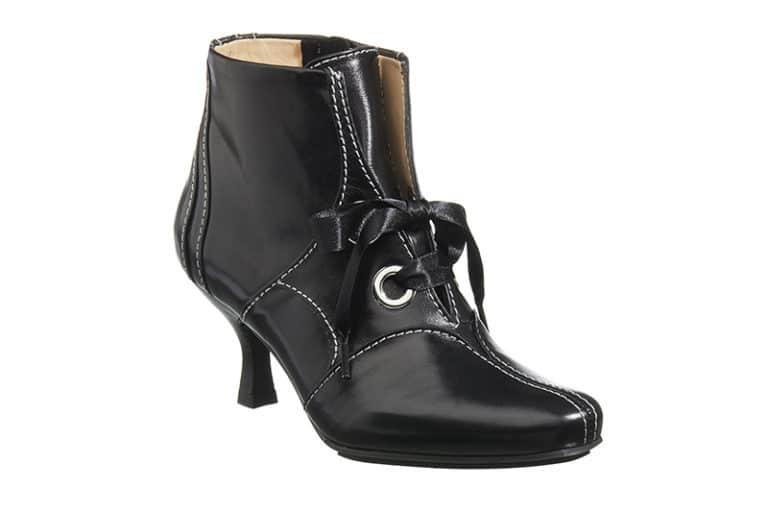 Hampstead Støvlet i Sort med dekorative stikninger fra Barbro Shoes 2