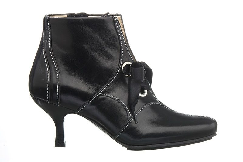 Hampstead Støvlet i Sort med dekorative stikninger fra Barbro Shoes